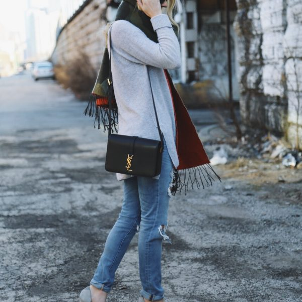5 Must Have Oversized Scarves
