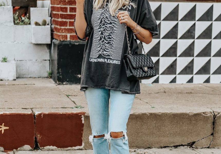 A Stylish Jeans and Tee Look For Springtime
